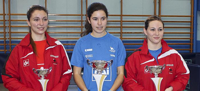 cai-santiago-podium-femenino-reyes-2013